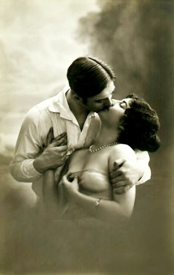 happy kiss day love